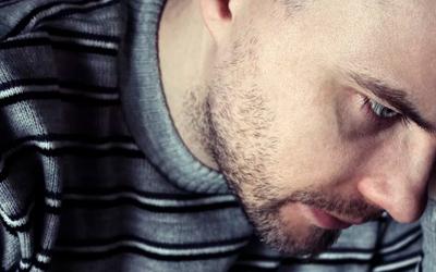 Аутистов часто считают отчужденными и равнодушными к другим - Лето