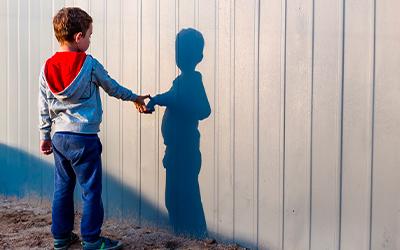 Как ведет себя ребёнок-аутист - Лето
